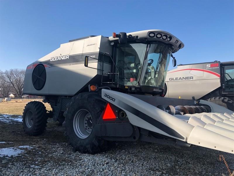Gleaner R66 Combine