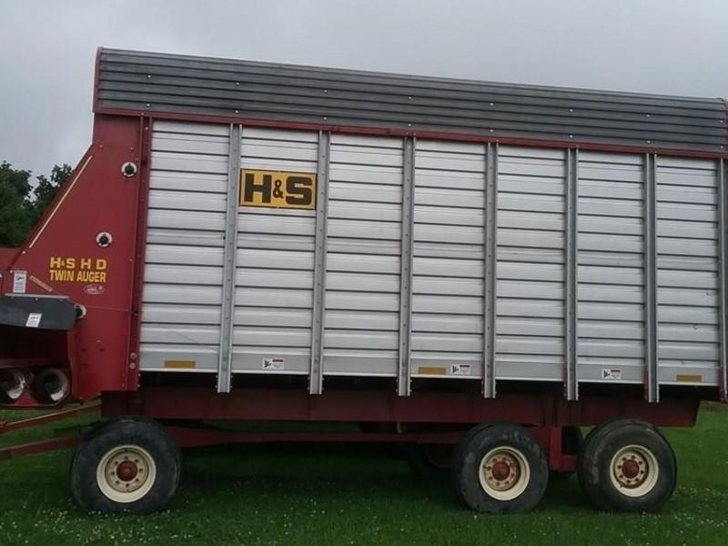 H & S FBTA18 Forage Wagon