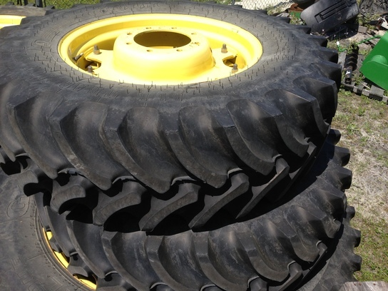 2010 Firestone 380/85R28 Wheels / Tires / Track