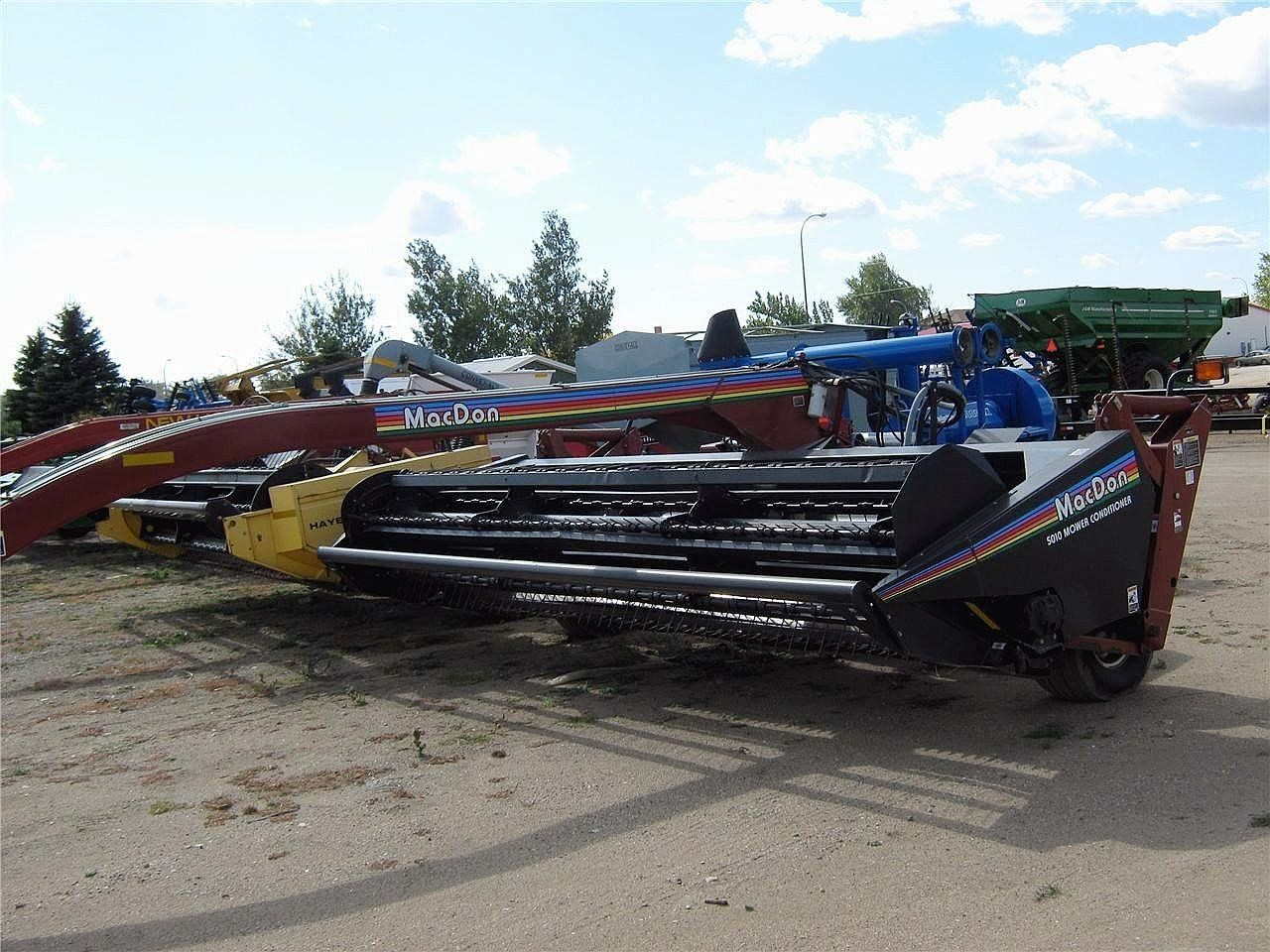 2002 MacDon 5010 Pull-Type Windrowers and Swather