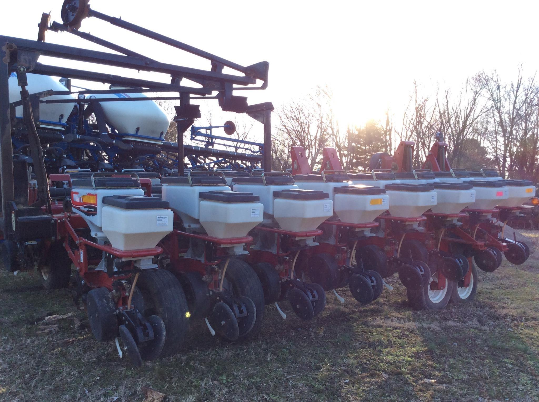 2002 White 8186 Planter