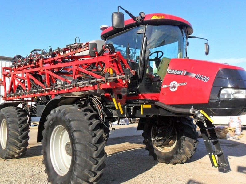 2017 Case IH Patriot 4440 Self-Propelled Sprayer