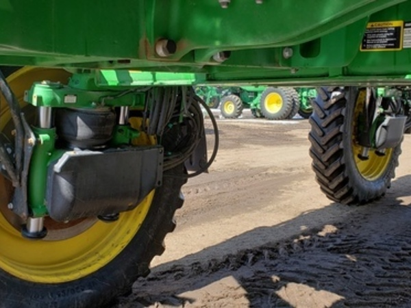 2015 John Deere R4045 Self-Propelled Sprayer