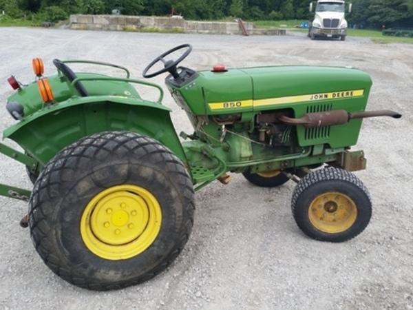 1985 John Deere 850 Tractor
