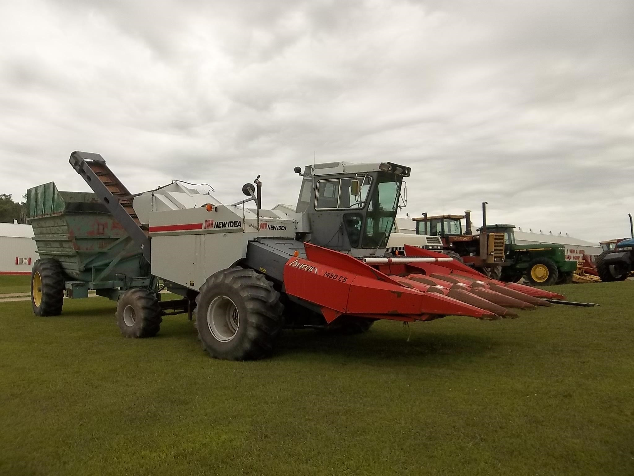 1989 New Idea 803C Self-Propelled Forage Harvester