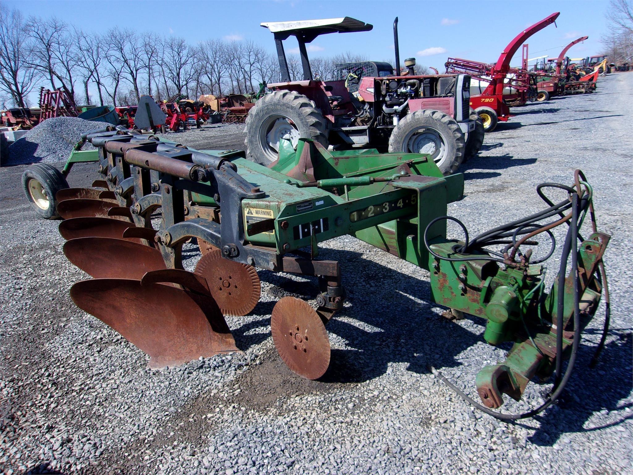 John Deere 2800 Plow
