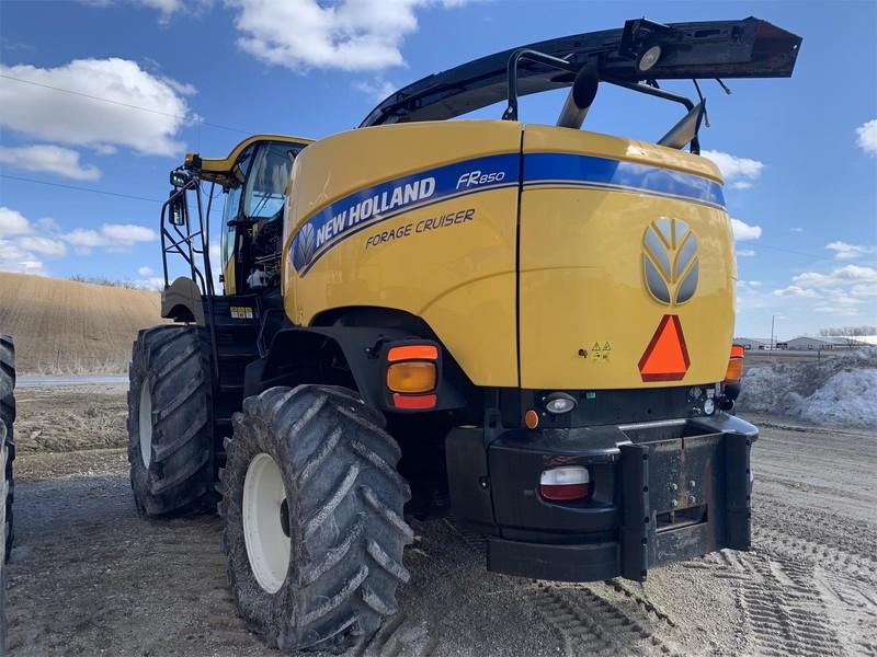 2014 New Holland FR850 Self-Propelled Forage Harvester