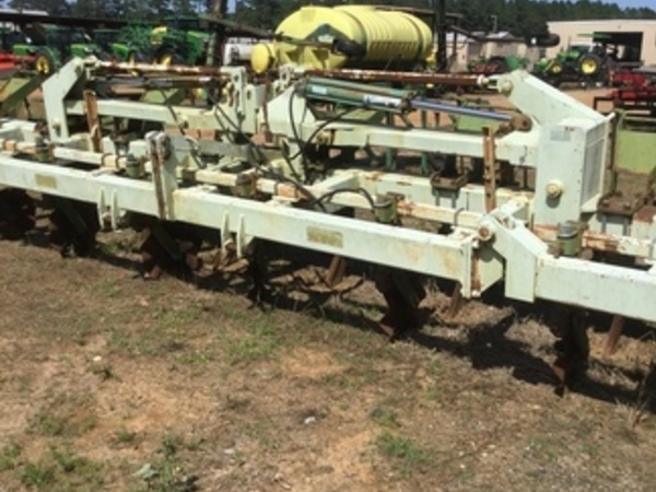 2000 Kelley Manufacturing 8 Row Ripstrip In-Line Ripper