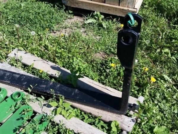 3602 Pallet Fork (1) Loader and Skid Steer Attachment
