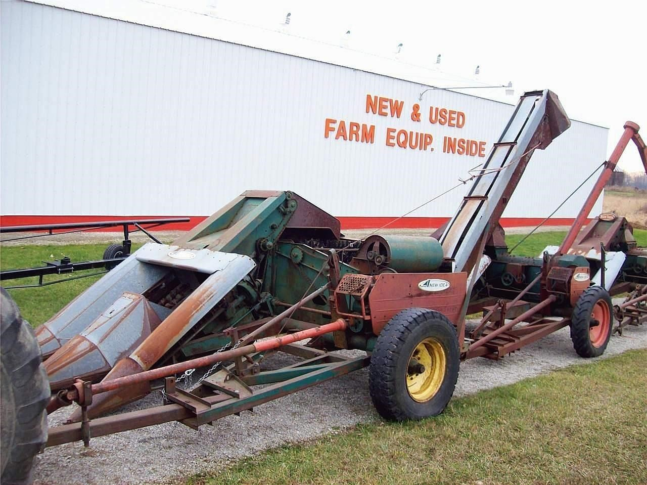 1983 New Idea 325 Pull-Type Forage Harvester