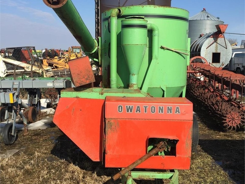 Owatonna Manufacturing 424 Grinders and Mixer