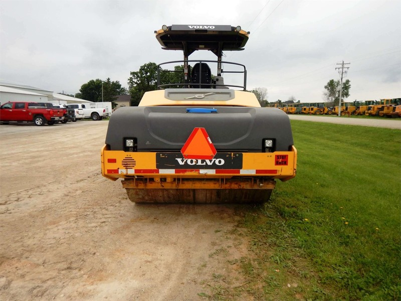 2013 Volvo DD120B Compacting and Paving