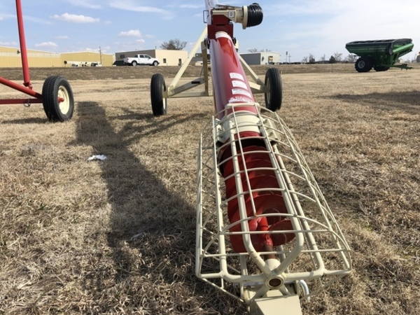 2019 Buhler Farm King 8x31 Augers and Conveyor