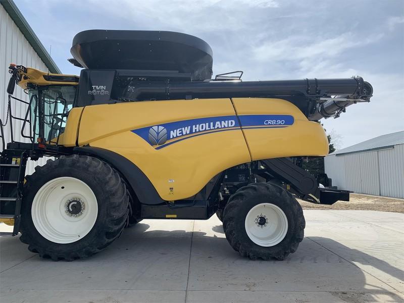 2017 New Holland CR8.90 Combine