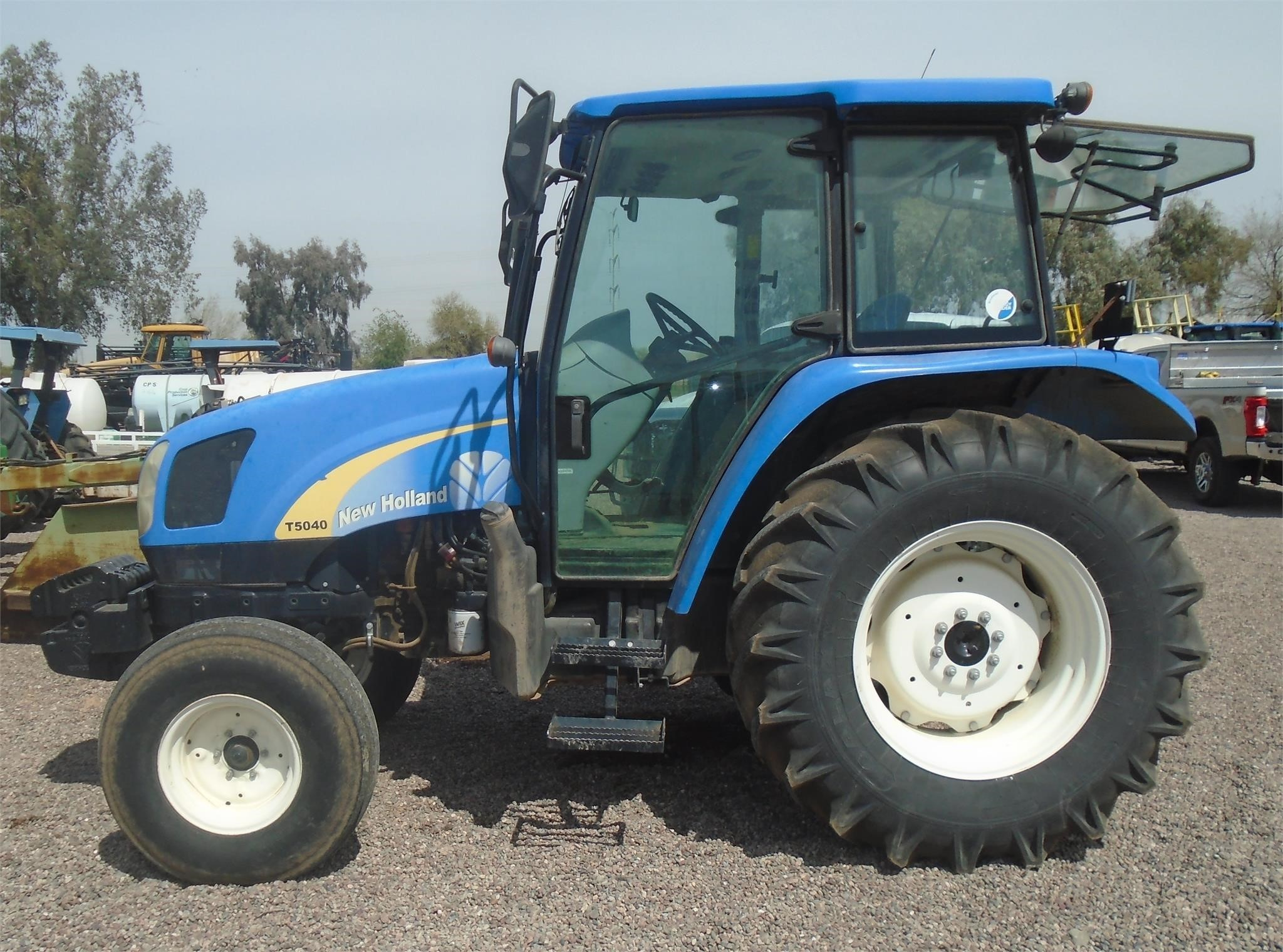 2011 New Holland T5040 Tractor