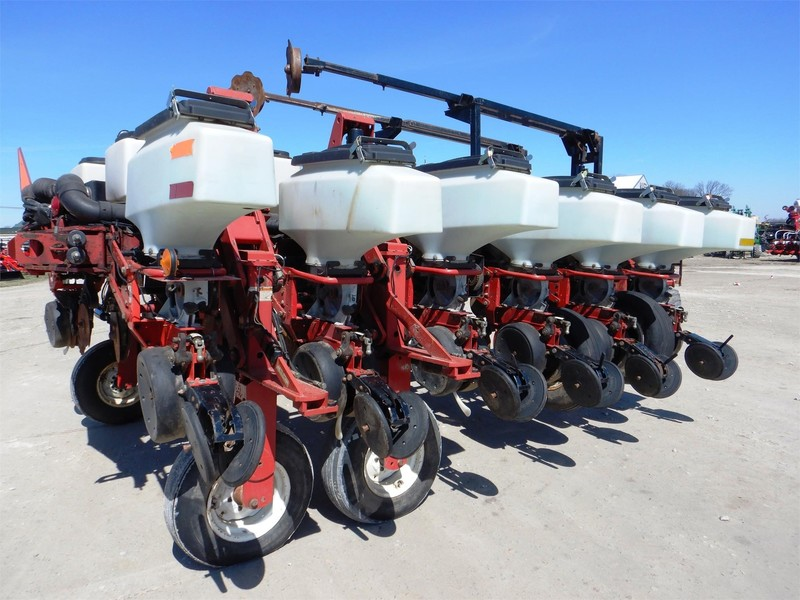 2002 White 8182 Planter