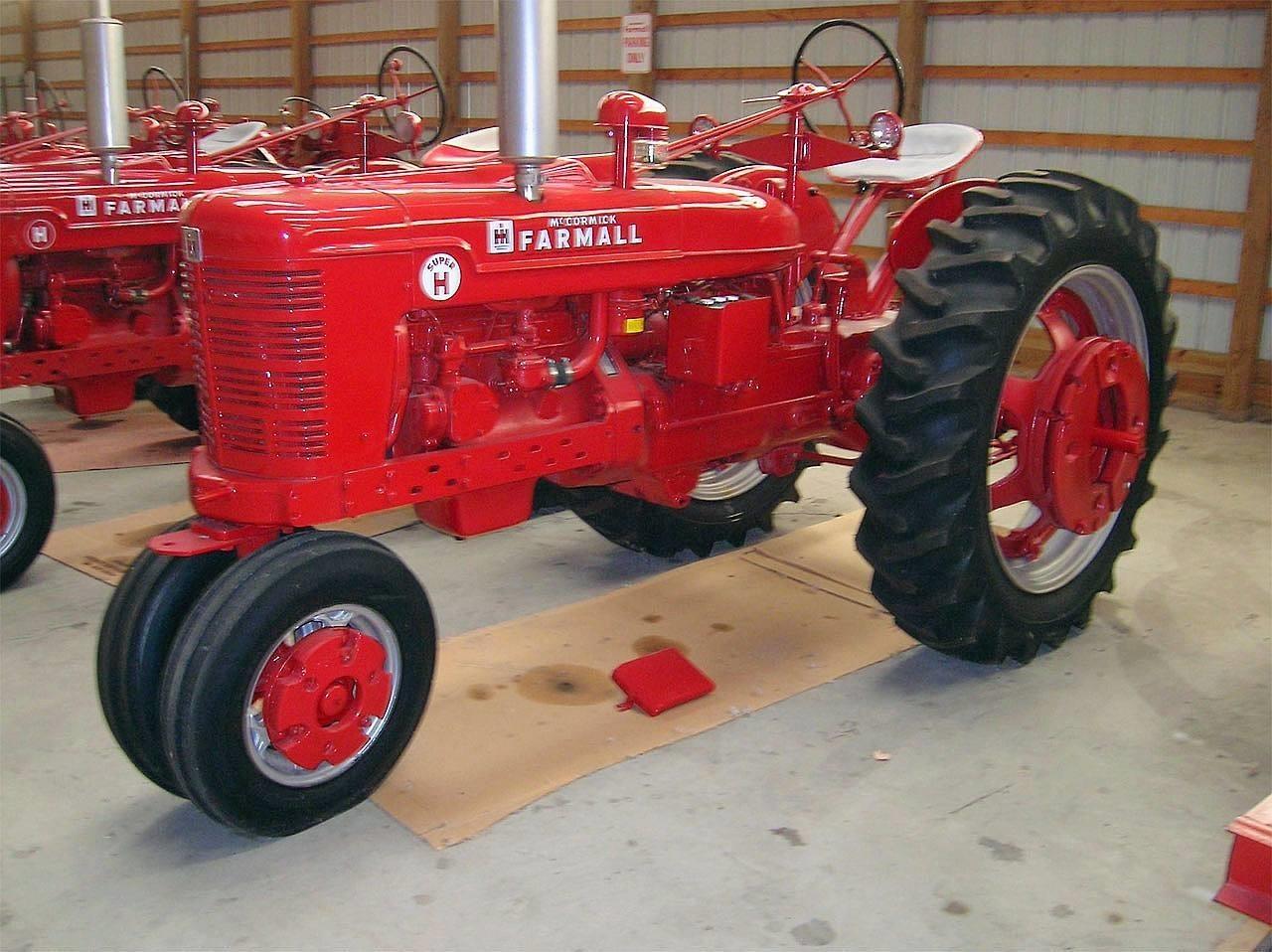 1953 International Super H Tractor