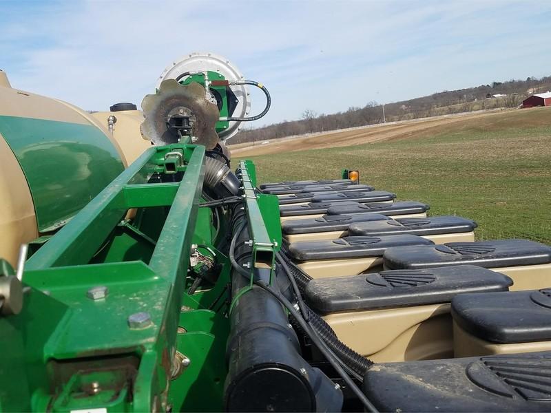 2015 Great Plains YP825AR Planter
