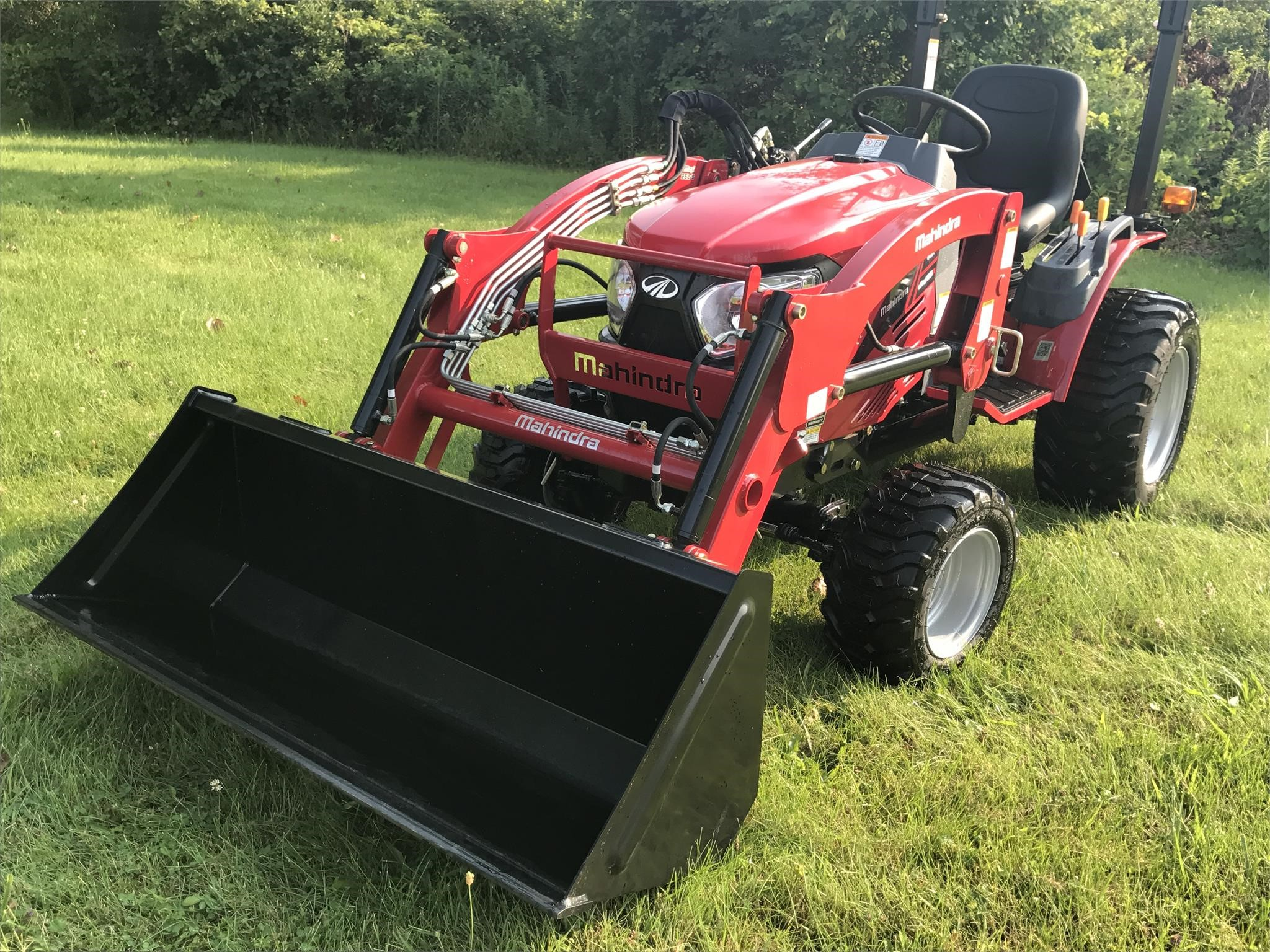 2016 Mahindra EMAX 25S HST Tractor