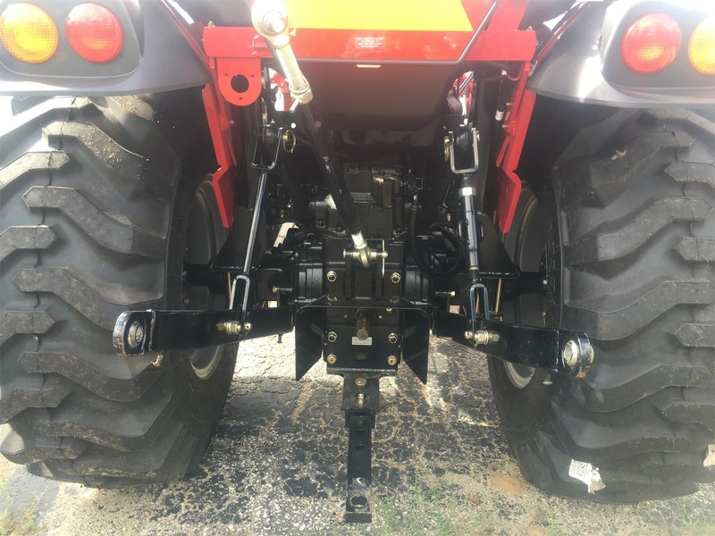 2017 Mahindra 2545 Tractor