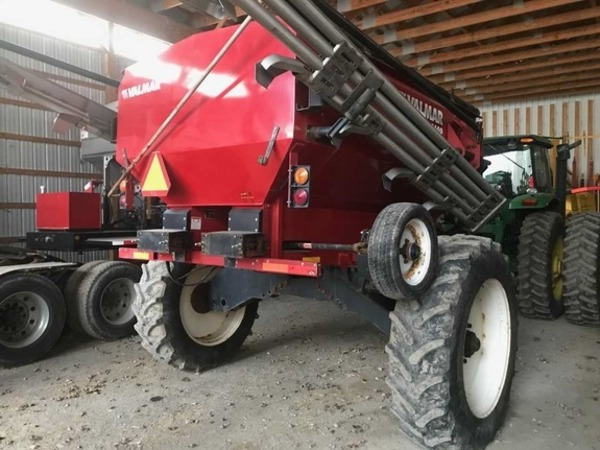 2015 Valmar 8600 Pull-Type Fertilizer Spreader