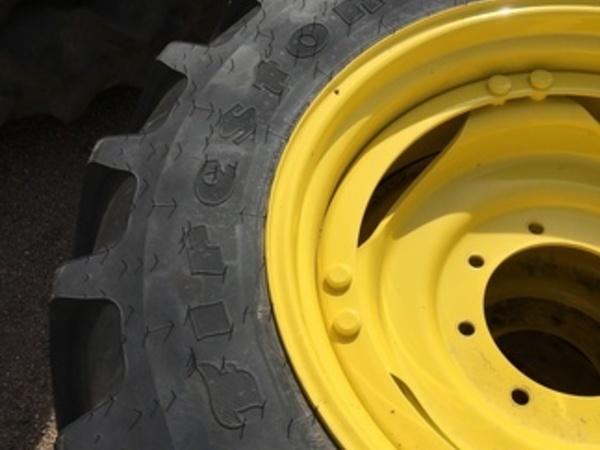 2019 Firestone 320/85R-28 Wheels / Tires / Track