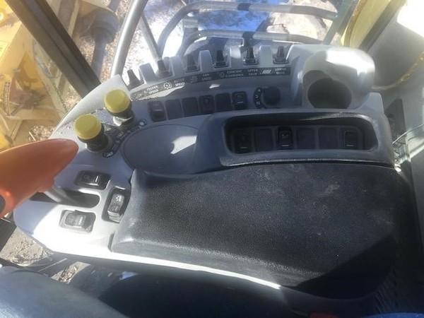 2014 New Holland CR7090 Combine