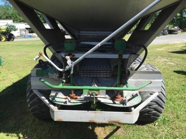 2012 BBI Triad 14 Ton Pull-Type Fertilizer Spreader
