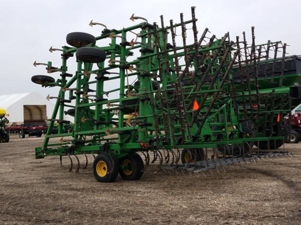 1999 John Deere 985 Field Cultivator