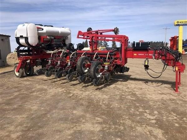 2012 White 8816 Planter