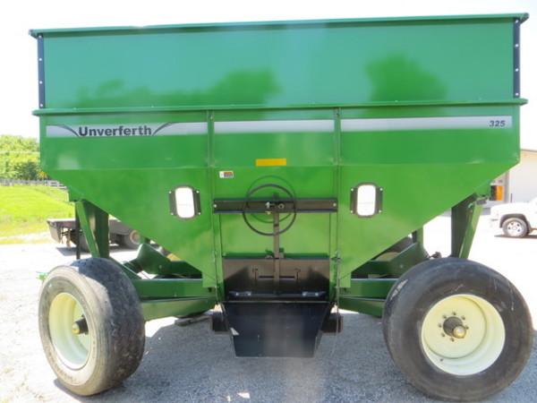 2017 Unverferth 325 Gravity Wagon