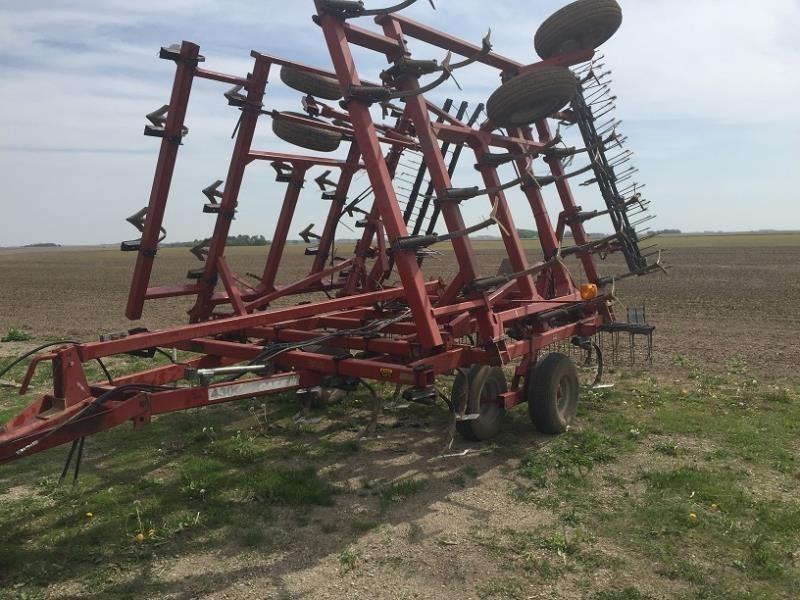 1996 Case IH 4300 Field Cultivator