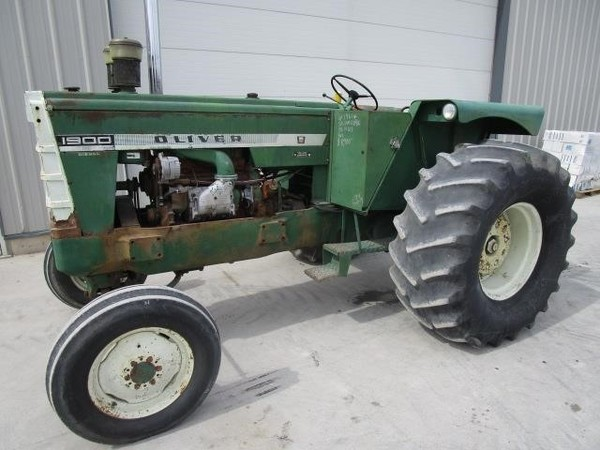 1961 Oliver 1900 Tractor