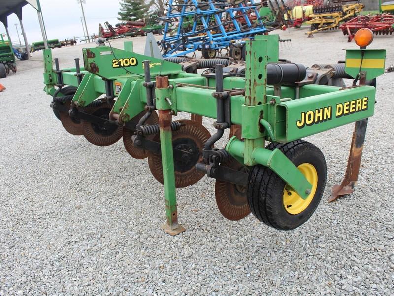 2001 John Deere 2100 In-Line Ripper