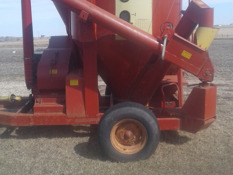 Farmhand 815 Grinders and Mixer