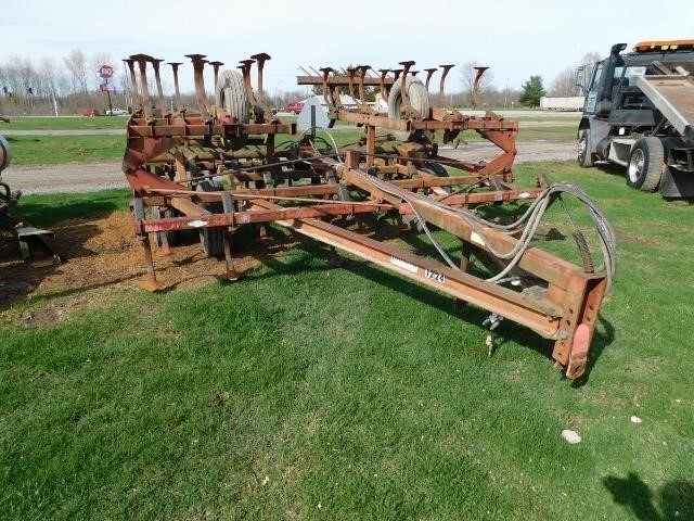 1982 Hiniker 1224 Field Cultivator