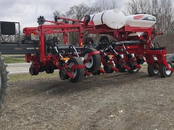 2018 White 9816 Planter