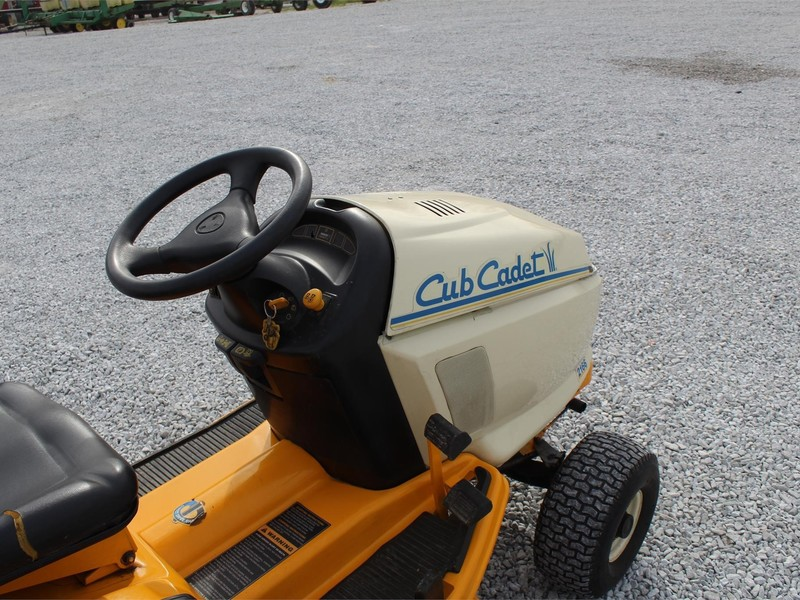 Cub Cadet 2166 Lawn and Garden