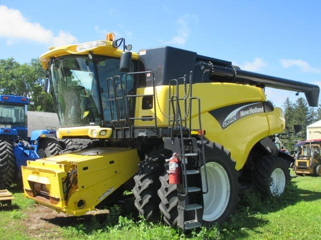 2005 New Holland CR940 Combine