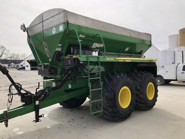 2015 John Deere DN345 Pull-Type Fertilizer Spreader
