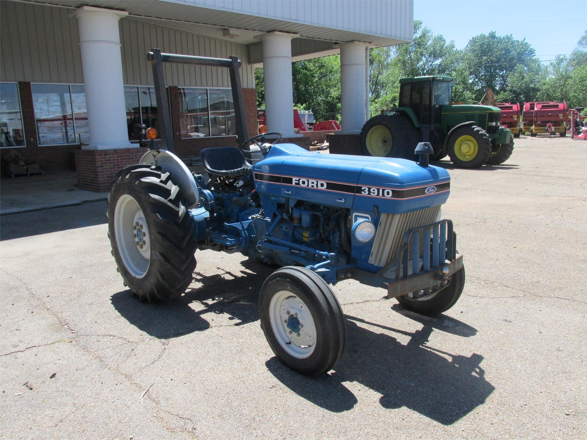 1987 Ford 3910 Tractor