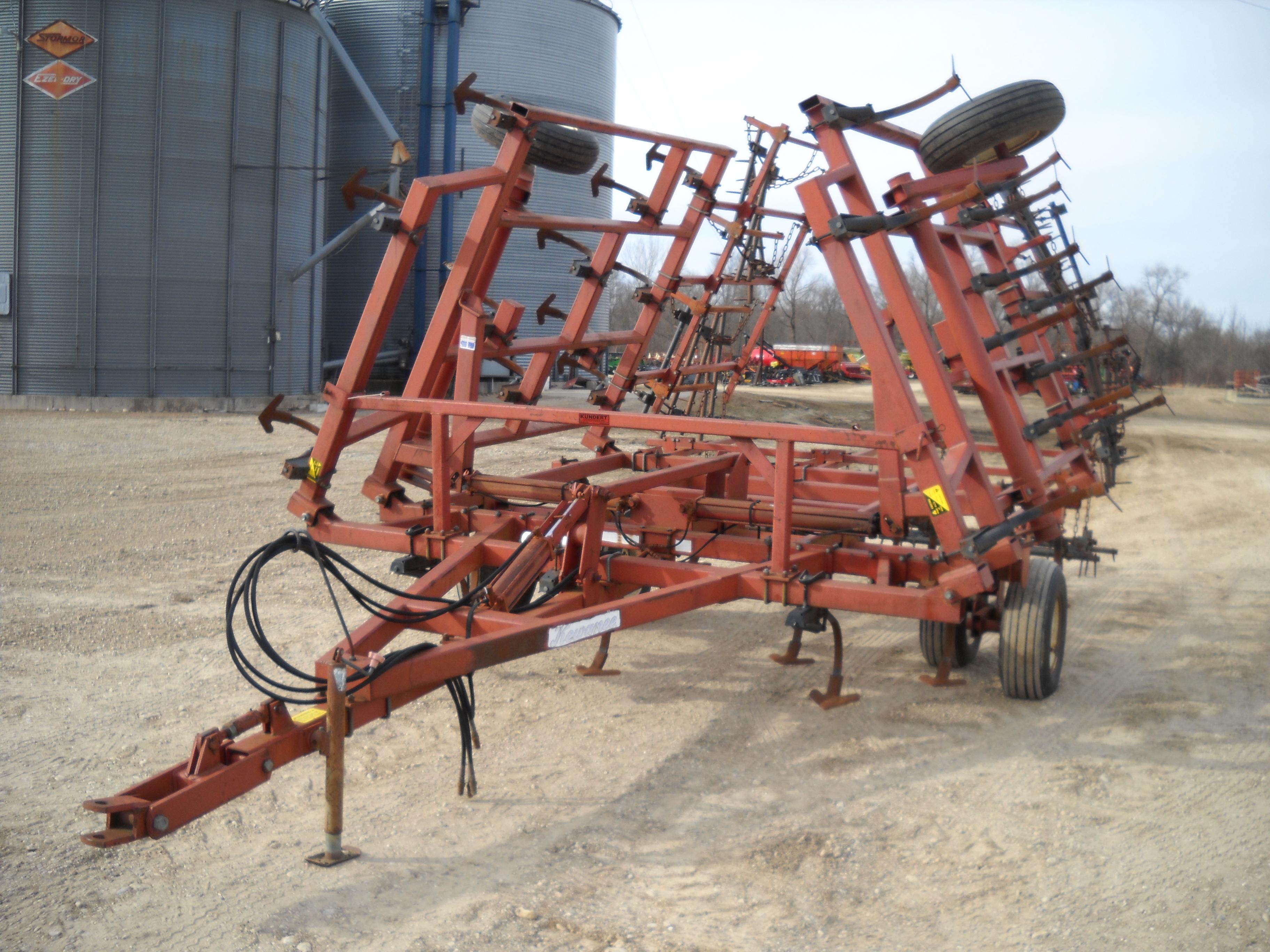1980 Kewanee 380 Field Cultivator