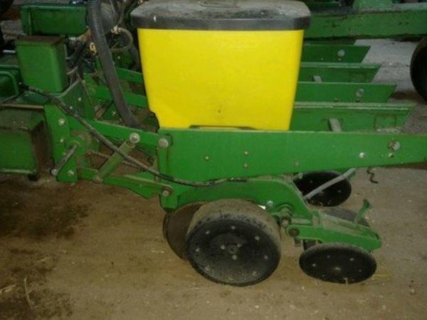John Deere DB44 Planter
