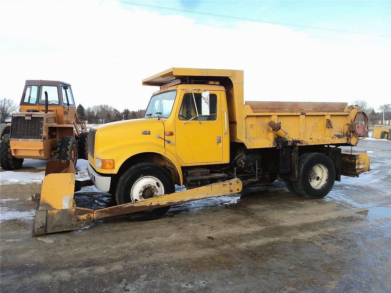 1996 International 4700 Semi Truck