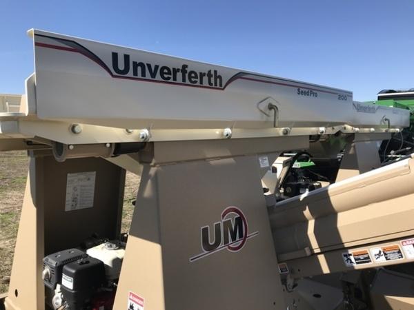 2017 Unverferth 200 Seed Tender