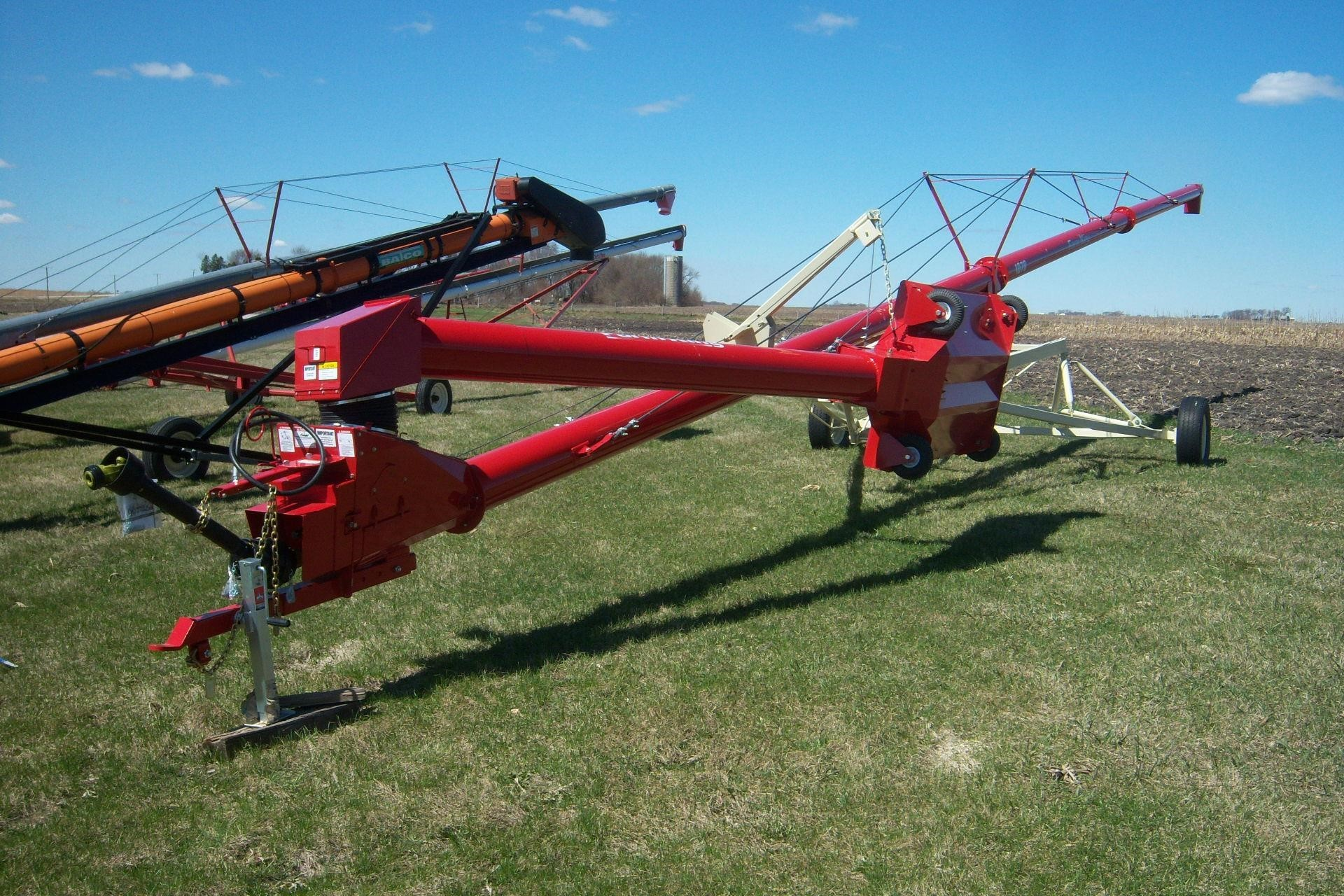 2021 Farm King 1070 Augers and Conveyor