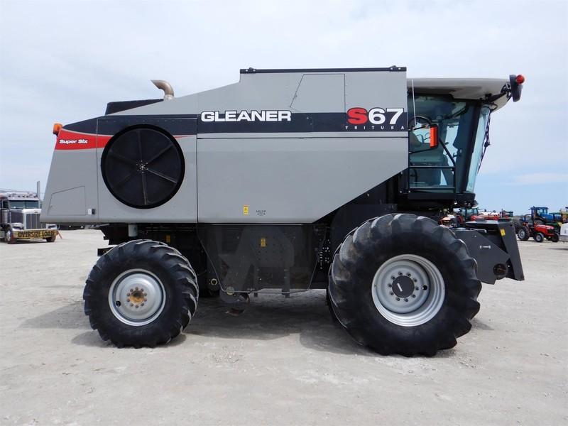 2014 Gleaner S67 Combine