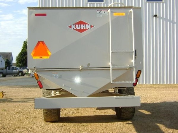 2010 Kuhn Knight RC150 Grinders and Mixer