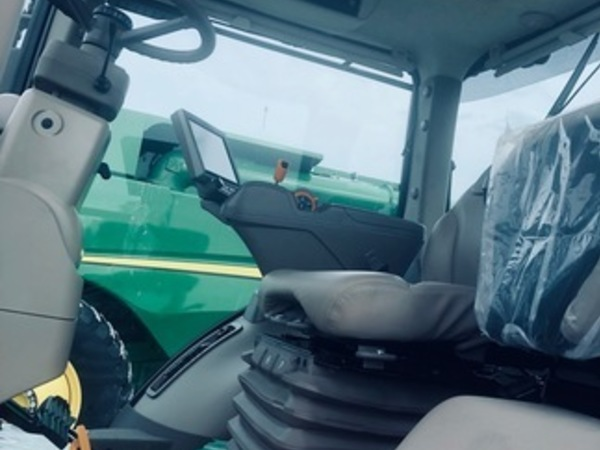 2018 John Deere 7210R Tractor