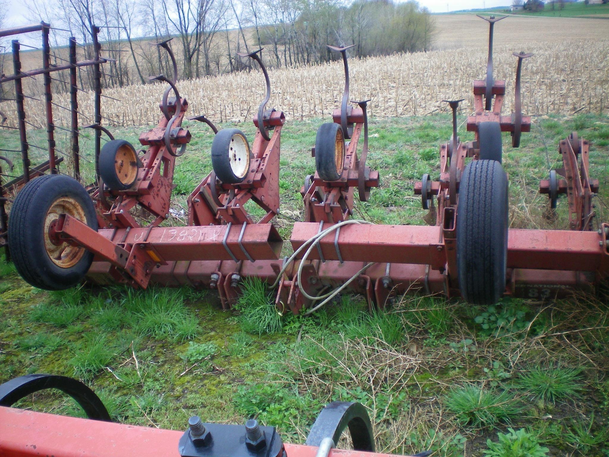 International Harvester 183 Cultivator